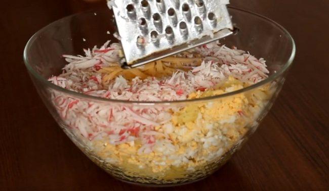 Оригинальный и вкусный рецепт салата с кукурузными хлопьями