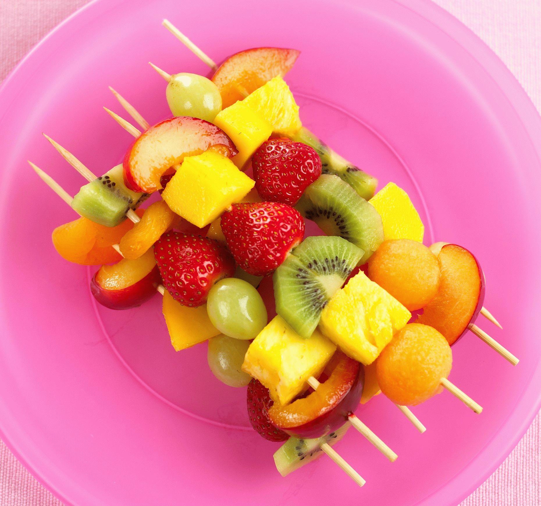 Разновидность канапе из фруктов фото