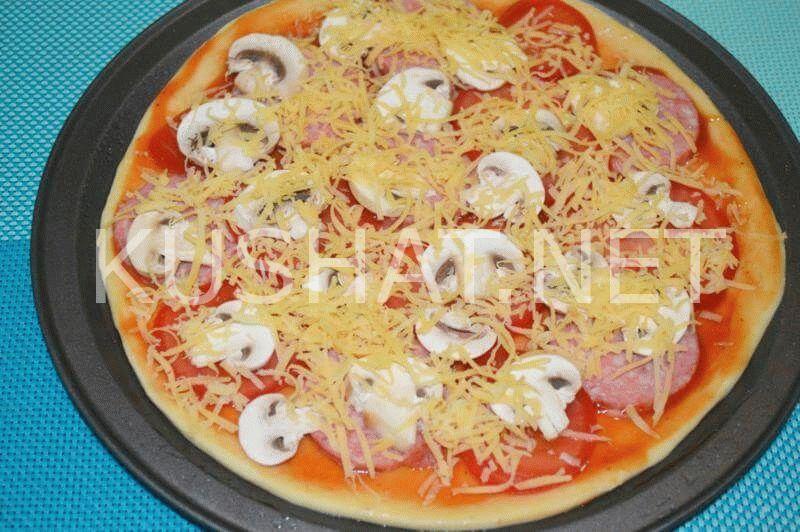 Пицца с грибами и колбасой на бездрожжевом тесте - рецепт пошаговый с фото